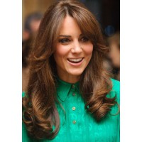 Kate cut layers into the front of her hair late last year. Image via http://www.organiccolorsystems.com/kate-middleton-pregnancy-safe-hair-color/