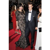 Daisy Lowe with Matt Smith in 2012 8. http://www.glamourmagazine.co.uk/dos-and-donts/hairstyle-pictures-today/2010/10/21/daisy-lowe-at-primark-launch