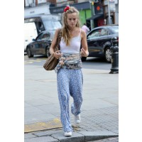 Post workout in the streets of London. http://www.mydaily.co.uk/2013/08/29/cressida-bonas-boho-street-style/