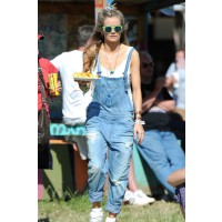 Cressida Bonas at Glastonbury. http://www.sofeminine.co.uk/celebrities/cressida-bonas-at-glastonbury-sp73605.html