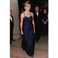 Diana wearing Dior in New York in 1996. http://www.marieclaire.co.uk/celebrity/pictures/30982/42/princess-diana-s-iconic-style-moments-fashion-pics-marie-claire-uk.html#index=23