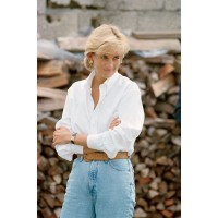 Diana in more casual attire, but still effortlessly chic. http://www.vanityfair.com/society/2013/09/princess-diana-love-hasnat-khan
