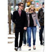 Out and about with Andrew Garfield http://cdn.glamour.mx/uploads/images/thumbs/201245/girl_crush_emma_stone_y_su_estilo_cool_722576295_631x900.jpg