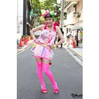 Harajuku girl (resized) http://1.bp.blogspot.com/_lsKcKylpBgY/TGzxjkVchOI/AAAAAAAAAIg/RwKlDvYmLLg/s1600/harajuku+girl.jpg