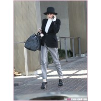 Diane Keaton running errands in Beverly Hills. http://imnotobsessed.com/2012/03/22/quote-of-the-day-diane-keaton-on-her-romantic-life-or-lack-thereof/diane-keaton-070312-5/
