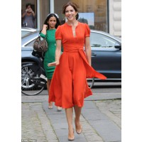 Mary does not shy away from colour. http://www.dailymail.co.uk/femail/article-2345725/Denmarks-Princess-Mary-voted-worlds-stylish-royal--beating-Duchess-Cambridge-SECOND-place.html