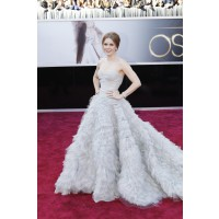 Fantasy frills. Amy Adams looking sublime in Oscar de la Renta. Source: http://oscar.go.com/red-carpet/photos/85th/red-carpet/womens-fashion-20