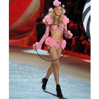 Doutzen Kroes rocks the Victoria's Secret catwalk in spring lingerie http://www.zimbio.com/pictures/Y9kCs2CCOGu/2012+Victoria+Secret+Fashion+Show/MtP_-cFSBns credit: Axelle/Bauer-Griffin