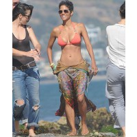 Halle Berry at Malibu beach in her orange bikini http://www.posh24.com/photo/1362704/halle_berry_malibu_beach_orang credt: WENN.com