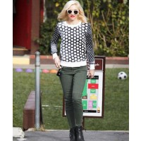 Gwen Stefani source: pop sugar credit: INF photo.com http://www.popsugar.com/Gwen-Stefani-Black--White-Sweater-Pictures-26967802