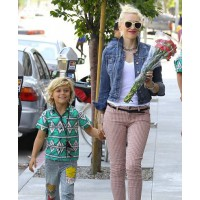 Gwen Stefani rocks patterned jeans and a denim jacket strolling with her son. source: The Daily Mail credit: Splash News http://www.dailymail.co.uk/tvshowbiz/article-2150217/Pearl-Lowe-reveals-Gavin-Rossdale-father-daughter-Daisy-doesnt-speak-her.html