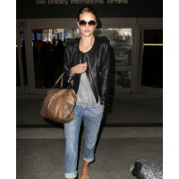 Rosie at LAX. source: Just Jared credit: GSI media http://www.justjared.com/photo-gallery/2550743/rosie-huntington-whiteley-11/