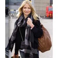 Cameron Diaz at the airport. source: stylebistro.com credit: Photo Agency http://www.stylebistro.com/Best+and+Worst+Dressed+Celebrities+at+the+Airport/articles/yTHptN70PSN/Cameron+Diaz