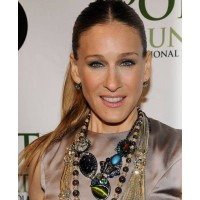 Sarah Jessica parker in layered necklaces http://jewelry.about.com/od/famousjewels/ig/Celebrity-Jewelry-Watch/Sarah-Jessica-Parker.htm source: About.com – Jewelry credit: Bryan Bedder/Getty Images