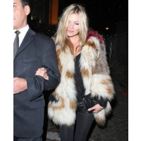 Kate Moss in a fur coat source: Posh24 credit: WENN.com http://www.posh24.com/photo/598694/kate_moss_fur_clutch