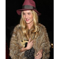 Rosie Huntington-Whiteley source: Zimbio credit: Pacific Coast News http://www.zimbio.com/photos/Rosie+Huntington-Whiteley/Rosie+Huntington+Whiteley+Hat/Y6vRgcWcY9b