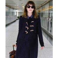 Alexa Chung in a her coat at the airport. source: stylebistro.com source: FameFlynet Pictures http://www.stylebistro.com/lookbook/Alexa+Chung/Cwr3YmqGooE/Accessories/angle/KJ5MrzPNvYt