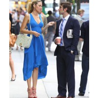 Blake Lively looking tall and lovely on the Gossip Girl Set source: style bistro credit: Fame Flynet pictures http://www.stylebistro.com/lookbook/Blake+Lively/pauLgH8KvNQ/Heels