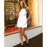 Elle Mcpherson walks tall on Bond St source: style bistro credit: Getty Images Europe http://www.stylebistro.com/lookbook/Elle+MacPherson/ee5PbQLgAsa/Heels