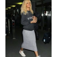 Rihanna in sneakers looking stylish source: shopping dam credit: shopping dam http://shoppingdam.com/wp-content/uploads/2012/05/Sneakers-Shoes-New-Idol-Celebrities-7.jpg