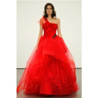 Caitlin's going red in Vera Wang https://www.verawang.com