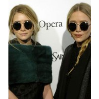 Mary-Kate and Ashley Olsen on the Metropolitan Opera Red Carpet, source:Nylonmag.com/nylonblogs credit: Zac Sebastian http://nylonmag.com/nylonblogs/blog/2011/03/25/mk-ashley-do-the-match/
