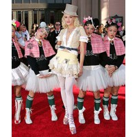 Gwen Stefani with her Harajuku Girls http://blogs.villagevoice.com/music/Images/gwen-stefani-harajuku-girls-400a062207.jpg