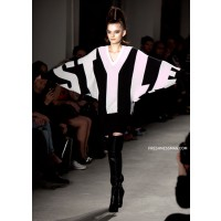2010 New York Fashion Week Jeremy Scott Fall/Winter 2010 Collection http://www.google.com.au/imgres?num=10&hl=en&biw=1366&bih=667&tbm=isch&tbnid=VDlQiDxY1F7ttM:&imgrefurl=http://www.freshnessmag.com/2010/02/21/new-york-fashion-week-jeremy-scott-fallwinter