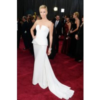 Charlize Theron in Dior. http://www.imdb.com/oscars/galleries/2013-oscars-redcarpet-photos-rm1059758848