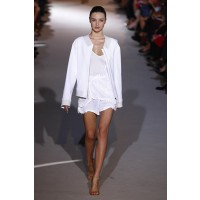 Miranda Kerr rocking an all white Stella McCartney outfit http://www.public.fr/Dossiers/Fashion-Week/Les-news-de-la-Fashion-Week/Photos-Miranda-Kerr-la-belle-Australienne-continue-de-faire-sensation-a-Paris-126713