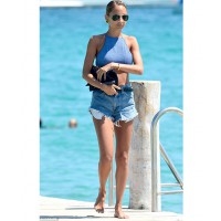 Nicole Ritchie looks ravishing on summer holiday http://bombpetite.com/petite-celebrity-style-nicole-richie/