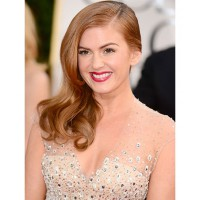 Isla Fisher glamorous side sweep. http://www.cosmopolitan.com/hairstyles-beauty/golden-globes-2013-makeup-and-hair#slide-13