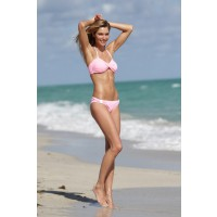 Jessica Hart, pretty in pink http://www.starpulse.com/news/Noelle_Talmon/2013/12/07/victorias_secret_model_jessica_hart_wo