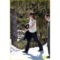 Kate Middleton in comfy pants and loose top. Image via http://www.justjared.com/photo-gallery/2824820/kate-middleton-pregnant-baby-bump-in-the-swiss-alps-01/