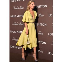 Kate Moss in 70's chic at Louis Vuitton's Timeless Muses Exhibition, late 2013 http://www.peoplegreece.com/article/kate-moss-entiposiase-louis-vuitton-stin-enarxi-tis-ekthesis-timeless-muses/