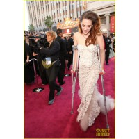 Here's poor old Kristen, in bridal but with crutches! Beating off potential grooms perhaps? Middle aged directors? Or just those bloody vampires again? Source: http://www.justjared.com/photo-gallery/2819256/kristen-stewart-oscars-2013-red-carpet-on-crutch