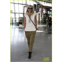 http://img.purseforum.com/attachments/celebrity-forums/celebritystyle-threads/1859108d1346773712-celebrity-street-style-gwynethpaltrow-happy-birthday-beyonce-05.jpg