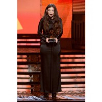 Lorde in Balenciaga http://www.huffingtonpost.com/2014/01/26/grammys-red-carpet-2014-photos_n_4628162.html