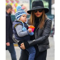 Miranda goes all black in leather and felt hat with baby Flynn. source: celebrity baby scoop credit: Fame Fly Net http://www.celebritybabyscoop.com/2012/12/03/miranda-kerr-flynn-big-apple-smiles/gallery/11