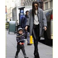 Miranda rocks a grey trench to stay warm with baby Flynn. source: justjared.com credit: just jared http://www.justjared.com/photo-gallery/2766148/miranda-kerr-help-unlock-my-vs-fashion-show-video-18/