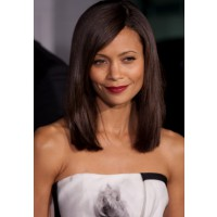 Thandie Newton's straight long bob. Image via http://hairstylesweekly.com/most-popular-medium-curly-wavy-hair-styles-for-women/medium-straight-hairstyles/