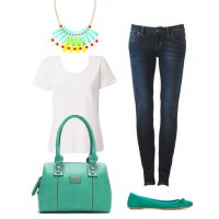 Outfit 1: Transform jeans and a t-shirt into a summer-colour statement!