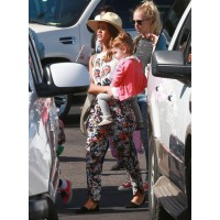 Jessica Alba's all set for her tropical vacay, decked out in floral pants and a graphic tee. Source: FameFlynet via Zimbio. http://www.zimbio.com/pictures/dC4R7MozNtH/Jessica+Alba+Family+Arrive+Los+Cabos/ojDdF9V0bVE/Jessica+Alba