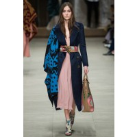 Burberry Prorsum, London Fashion Week Autumn/Winter 2014. Source: Indigital via Vogue UK. http://www.vogue.co.uk/fashion/autumn-winter-2014/ready-to-wear/burberry-prorsum/full-length-photos/gallery/1126030