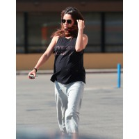 Embrace laid-back looks. Source: Dean/MRM/NPG.com via Daily Mail UK. http://www.dailymail.co.uk/tvshowbiz/article-2618957/Pregnant-Mila-kunis-laps-sunny-weather-patterned-maxi-dress-takes-dogs-walkies-Ashton-Kutcher.html