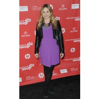 Wear bright, block colours. Source: Getty Images via Lil Sugar. http://www.lilsugar.com/Kristen-Bell-Pregnant-Style-27034026#photo-27034035