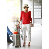 Yummy mummy Jessica Alba rocks resort-style attire with aplomb. Source: PacificCoastNews.com via StyleBistro. http://www.stylebistro.com/lookbook/Jessica+Alba/uFzWDN8NBoo/Tops/angle/O2HeqcSllMt