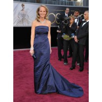 Helen Hunt in an H&M gown Source http://photos.mercurynews.com/2013/02/24/photos-who-theyre-wearing-academy-awards-2013/#17