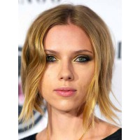 Scarlett's gold inner corners give this smokey eye an exotic glamour. Image via http://makeupforlife.net/2010/10/celebrity-makeup-breakdown-scarlett-johansson.html
