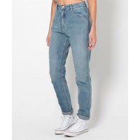 GET THE LOOK > Rollas Dusters Decades Blue jean, $149.95 http://www.generalpants.com.au/shop-womens/rollas/jeans/dusters-decades-blue-1000048530-0